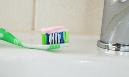 fluor, pasta do zębów, iq