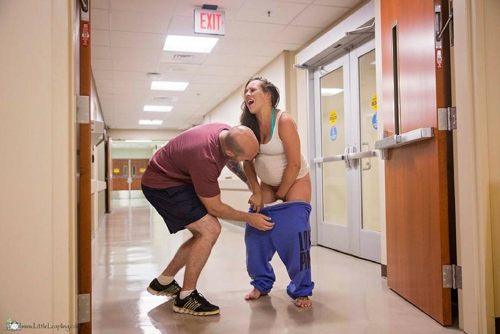 Jes Hogan, poród na korytarzu, szybki poród