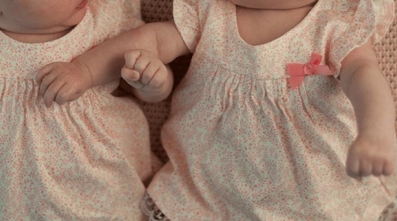 różne bliźniaczki, bliźniaczki o różnym kolorze skóry