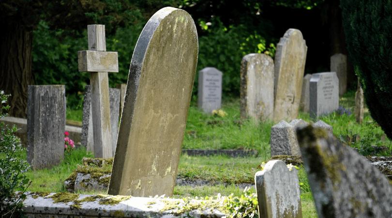 wieczór panieński, cmentarz, ślub