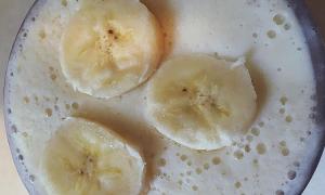 banana smoothie, napój odchudzający, jak schudnąć, przepis odchudzający