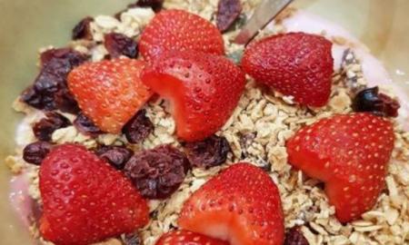 jogurt z owocami, przepisy, lekkostrawne posiłki