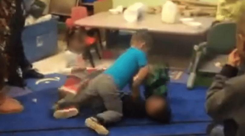 przedszkolaki, walki dzieci, bójka dzieci