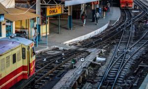 tory, dziewczynka wpadła pod pociąg, dziecko wpadło pod pociąg