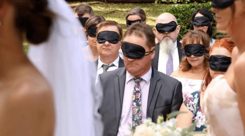 para młoda poprosiła o założenie czarnych opasek, czarne opaski, przysięga małżeńska