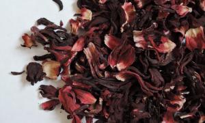 hibiskus, herbata z hibiskusa, herbata z hibiskusem