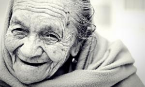 90-letnia babcia, staruszka, babcia