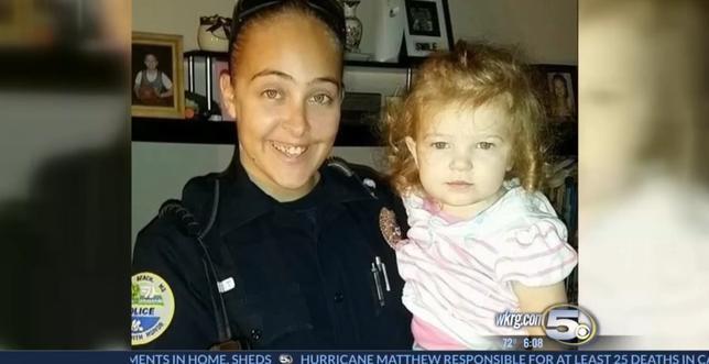 Cassie Barker, Kiedy jej 3-letnia córka umierała ona uprawiała seks, policjantka