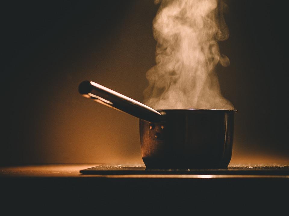 przypalony garnek, jak wyczyścić przypalony garnek