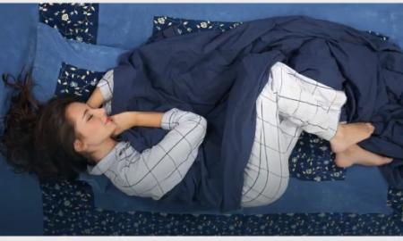 spanie na boku, spanie w pozycji embrionalnej, spanie